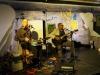Abrissfest - Bluesmusiker Dieter Gasde und L.A.Exson vor den Mauerresten