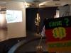 Vor der Eröffnung – Blick in den Ausstellungsraum: erste Protestplakate der Pestalozzi-Förderschule und Fotoprojektionen der Demonstrationen aus 1989 als Installation auf einer Drehscheibe