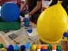 Wartburgschule Kunstunterricht - bunte Ballons aus Pappmachee für die ZWEI-LAND-Ausstellung