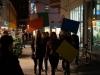 """StadtKlangBild-Installation in Eisenach: Junge Spielerinnen aus dem """"Theater am Markt"""" (Projekt des Stadtjugendrings) durchschneiden die Foto-Klang-Installation mit ihrer provozierenden Performance: WIR! sind das Volk – ein junges und buntes."""