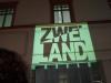 StadtKlangBild-Installation in Eisenach: Kurz vor dem Start leuchtet das ZWEI-LAND-Logo an den Hauswänden