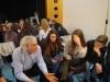 """""""Mauerstückchen"""" - Anschlussdiskussion im ganzen Theatersaal, in kleinen Gruppen, mit allen Spielerinnen und Spielern"""